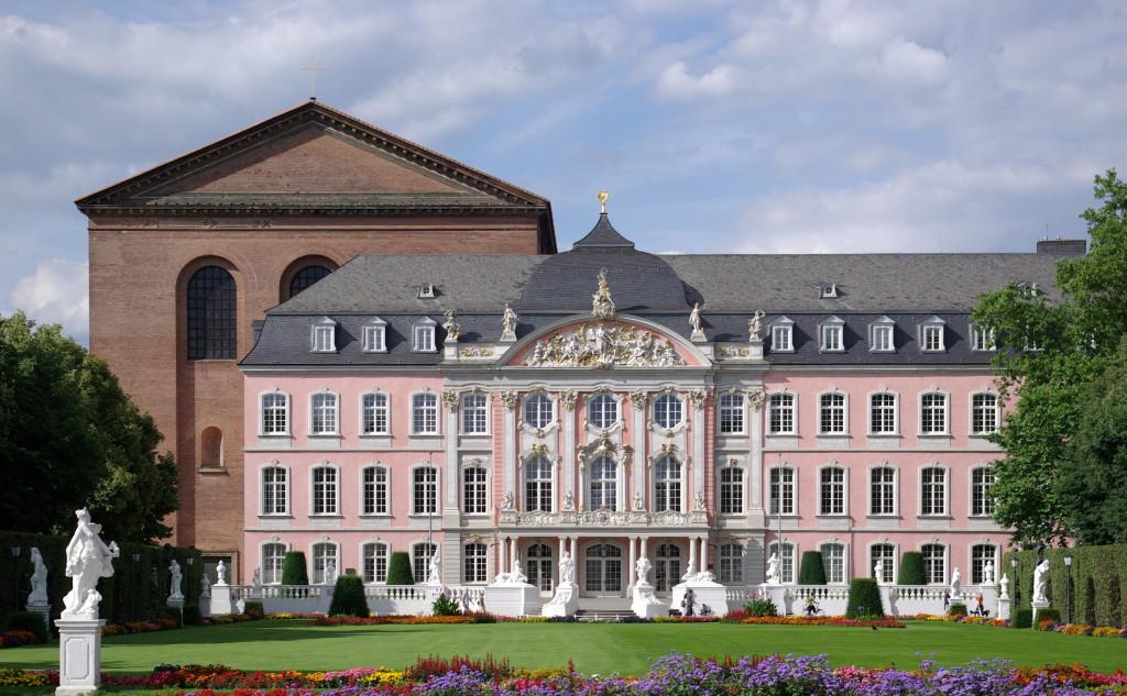 Trier_Kurfuerstliches_Palais_BW_1