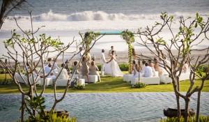 Image Gallery 4 Alila Villas Soori - Sunset Lawn - BEACHFRONT WEDDING_0